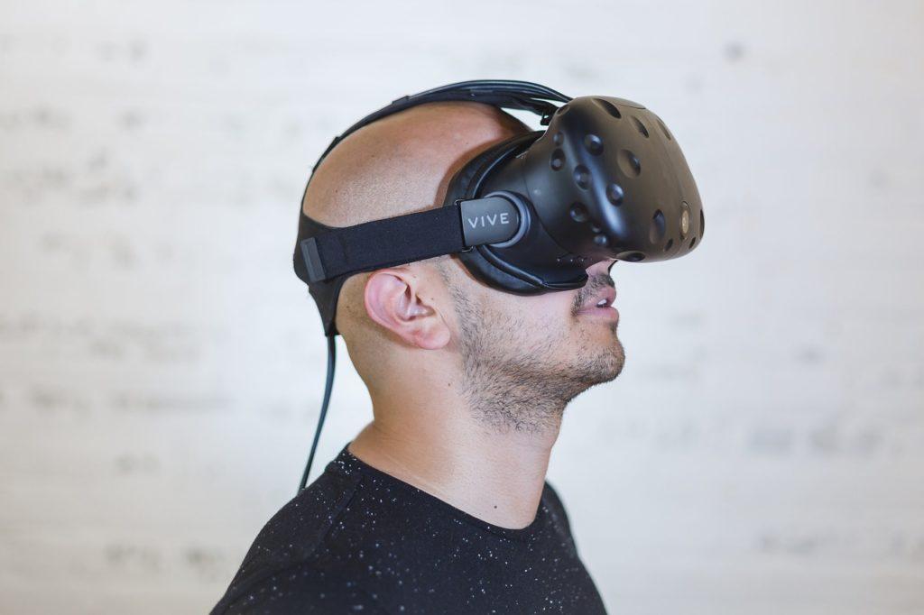 Facebook Spaces mit einer VR Brille